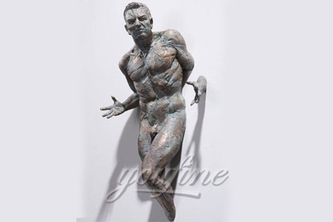 Italy Famous Bronze Man Statue In the wall sculptures