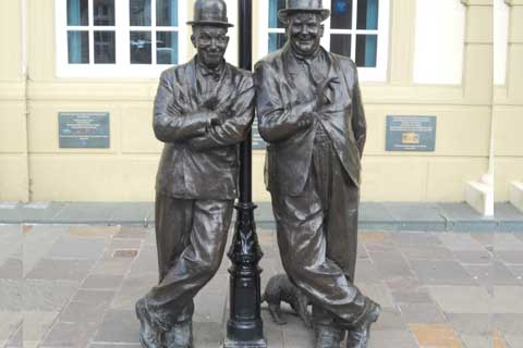 2017Hot Selling life size Bronze Street Art Sculptures with Two Bronze Man