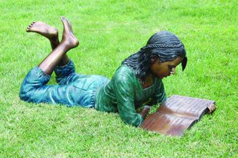 Lying Girl outdoor design Bronze Statue Reading Sculpture on Lawn for Garden Decoration