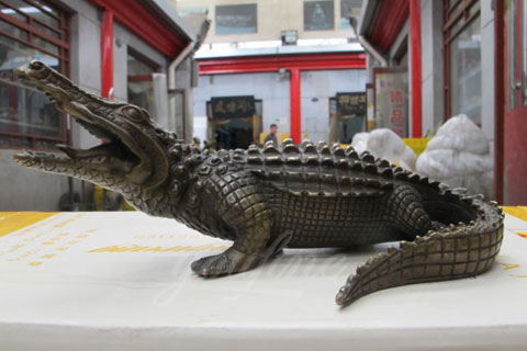 BOK-214 Hot Selling Cheap Bronze Animal Crocodile Statue Alligator Garden Statue for Sale